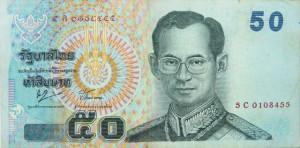Kung Rama IX (Bhumibol Adulyadej) pryder de thailändksa sedlarna. En bath är 0,23 Skr (Forex 22 okt 2013)